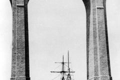 Port launay passage de bateau sous viaduc-1 - copie